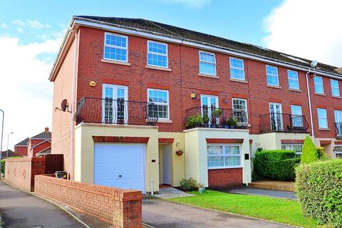 4 bedroom townhouse to rent - Page Drive, Pengam Green, Cardiff, CF24 2TU