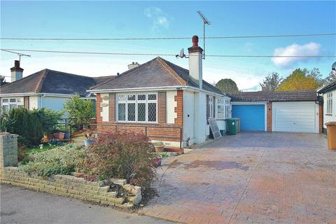 2 bedroom bungalow for sale - Avondale Avenue, Staines-upon-Thames, Surrey, TW18