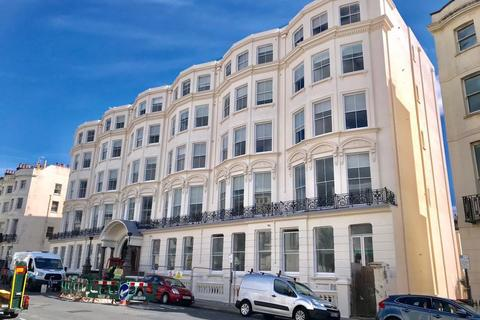 4 bedroom property to rent - Dudley Mansions, Lansdowne Place, Hove
