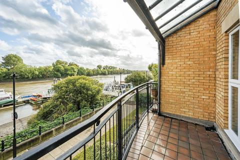 2 bedroom apartment for sale - Chenies House, Corney Reach Way, W4
