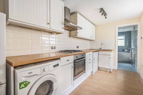 2 bedroom semi-detached house to rent - Philipot Path London SE9