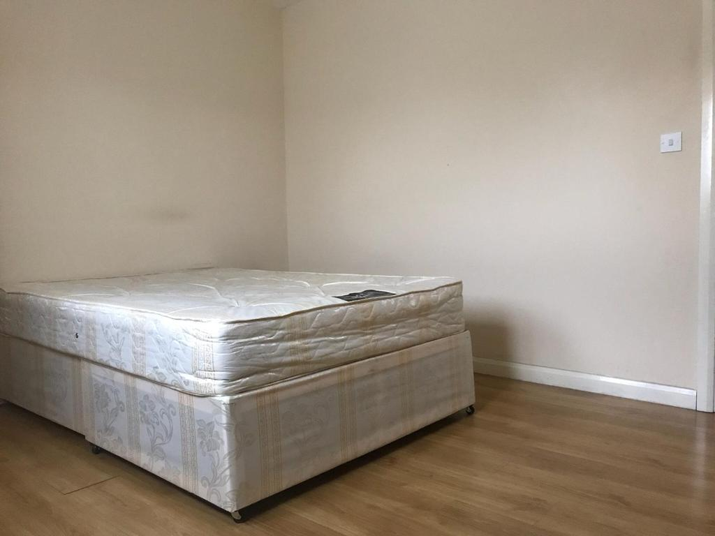 Double room in west drayton