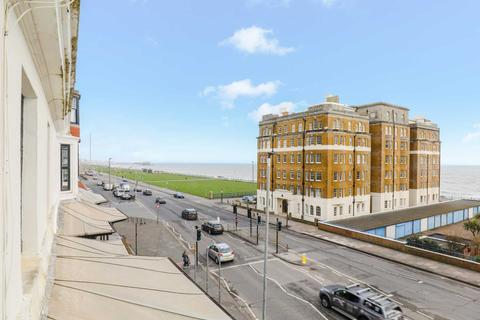 3 bedroom flat to rent - St Catherines Seaview Apartment