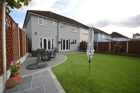 5 bedroom semi-detached house for sale - Chaseside Close, Rise Park, RM1