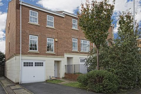 4 bedroom end of terrace house to rent - Hill End Crescent, Armley, Leeds, West Yorkshire, LS12