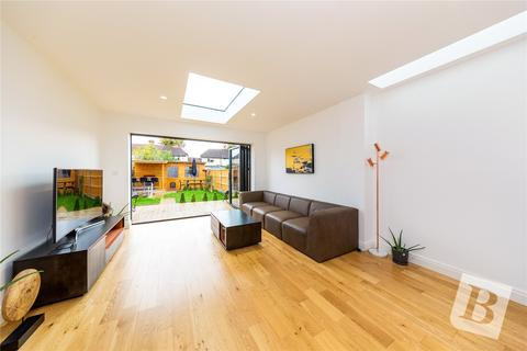 3 bedroom end of terrace house for sale - Elm Park Avenue, Hornchurch, RM12