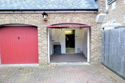 Garage to rent - Park Cliff Road, Greenhithe, Kent, DA9 9FE