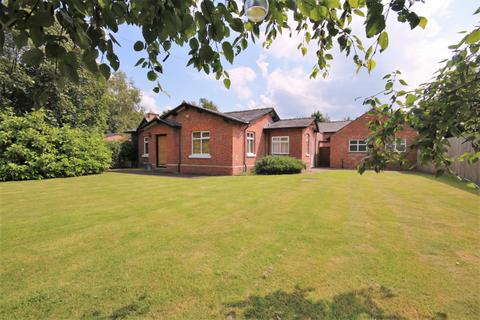 3 bedroom detached bungalow for sale - The Bungalow, Oversley Lodge Farm, Altrincham Road, Styal
