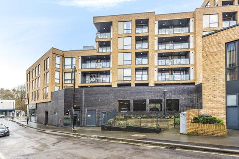 3 bedroom apartment - Station Approach Road, Coulsdon