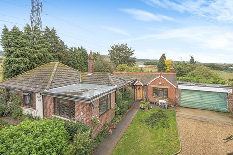 3 bedroom detached bungalow for sale - Chatham Road, Sandling