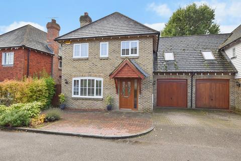 4 bedroom semi-detached house for sale - Brisley Court, Kingsnorth, Ashford