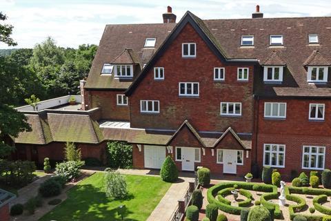 2 bedroom ground floor flat for sale - Eyhurst Park, Kingswood
