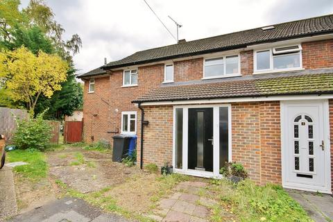 3 bedroom semi-detached house for sale - Hammond Close, Horsell