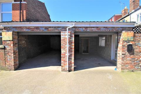 Garage to rent - Queens Road, Portsmouth