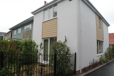 3 bedroom detached house to rent - Wimborne Road, Oakdale, Poole