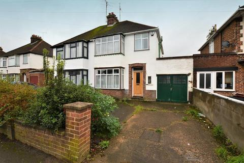 3 bedroom semi-detached house for sale - Austin Road, Icknield, Luton, Bedfordshire, LU3 1UA