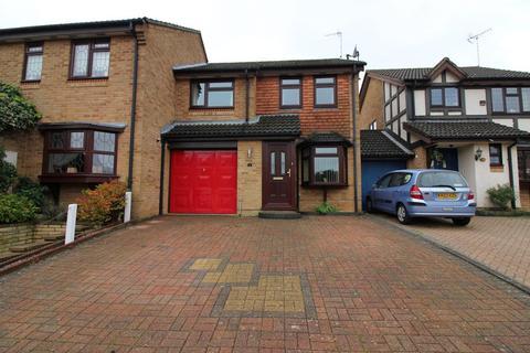3 bedroom semi-detached house for sale - Reedsdale, Luton, Bedfordshire, LU2 9TG