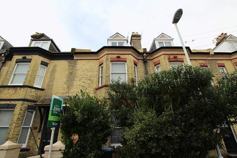 Studio to rent - Warwick Road, Worthing