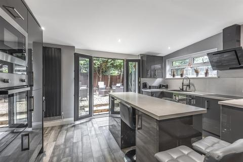 6 bedroom detached house for sale - Cuddington Way, South Cheam