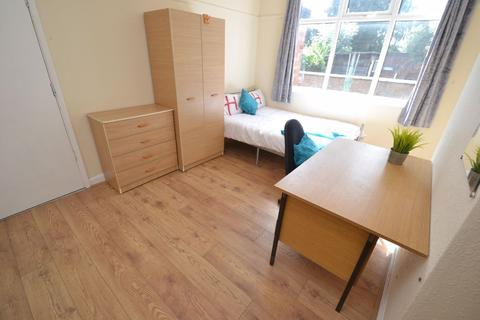 4 bedroom house to rent - Lace Street, NG7 - UON