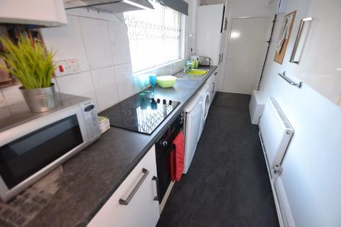 4 bedroom house to rent - Hart Street, NG7 - UON