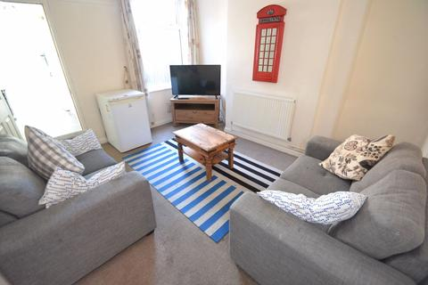 4 bedroom house to rent - Harley Street NG7 - UON