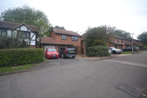3 bedroom detached house to rent - Fleetham Gardens, Lower Earley, Reading, RG6 4HL