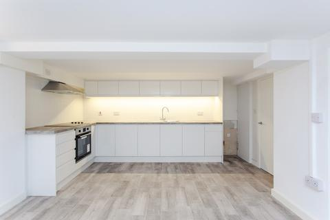 3 bedroom flat for sale - Wandsworth Road, Clapham, SW8