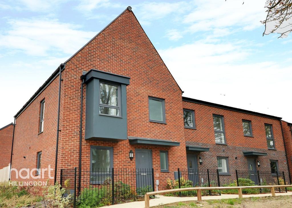 Churchill Road, Uxbridge 3 bed terraced house for sale - £