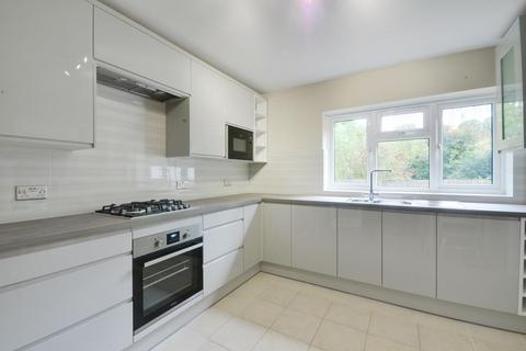 4 bedroom detached house to rent - Knoll Crescent, Northwood, HA6 1HX