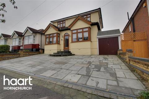 4 bedroom semi-detached house to rent - The Avenue, Hornchurch, RM12