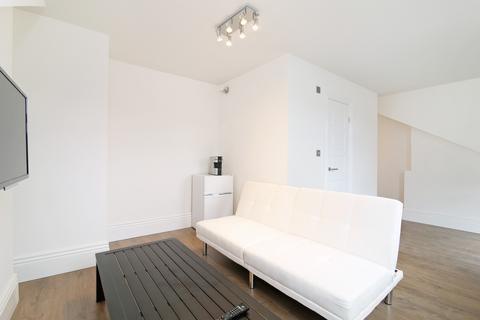 Studio to rent - The Crescent, Selhurst, Surrey, CR0