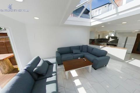 10 bedroom house to rent - 74 BOURNBROOK ROAD, 10 BEDROOMS ALL ENSUITES CLOSE TO UNI