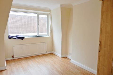 2 bedroom flat to rent - Victoria Road, Romford RM1