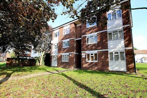 1 bedroom flat to rent - Haldon Close, Chigwell