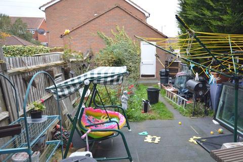 3 bedroom semi-detached house for sale - Oliver Gardens, Beckton