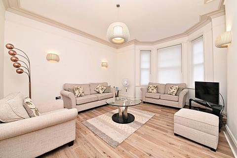 3 bedroom flat to rent - Cumberland Mansions, Brown Street, London, W1H