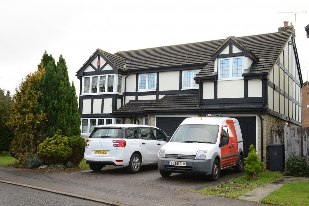 Large Detached House to Rent in Barton Hills, Lut