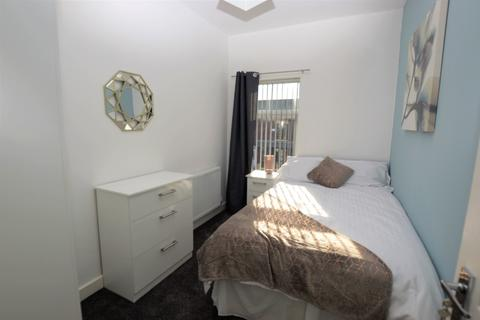 5 bedroom house share to rent - Leigh Road, Hindley Green, WN2