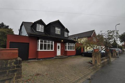 6 bedroom detached house for sale - Great Gardens Road, Hornchurch, Essex, RM11