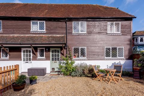 2 bedroom maisonette for sale - Radford Close, Farnham, GU9
