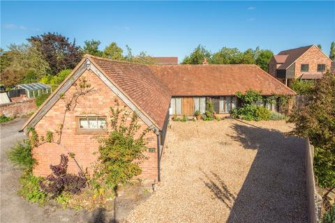 3 bedroom detached house to rent - Aylesbury Road, Bierton, Aylesbury, Buckinghamshire, HP22