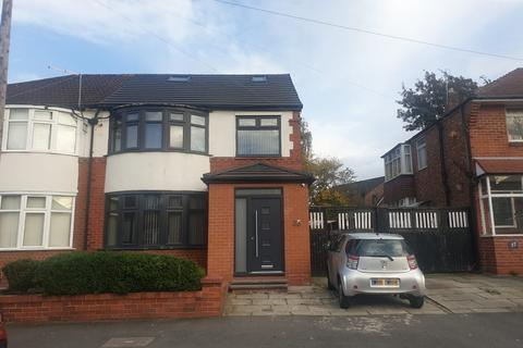 4 bedroom semi-detached house to rent - Bournelea Avenue, Manchester, M19