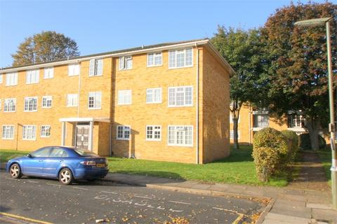 2 bedroom flat to rent - Lark Avenue, STAINES-UPON-THAMES, Surrey