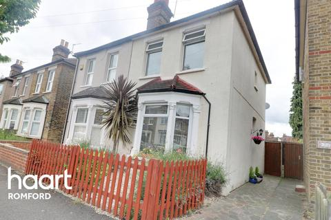 3 bedroom semi-detached house for sale - Honiton Road, Romford, RM7