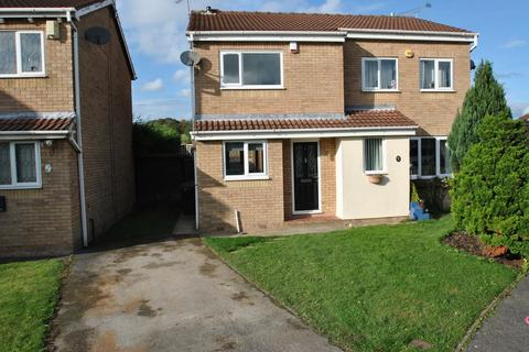 3 bedroom semi-detached house for sale - Gaunt Close, Bramley