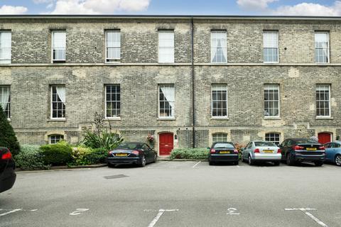 3 bedroom flat to rent - Sutherland House, Royal Herbert Pavilions, Gilbert Close, London