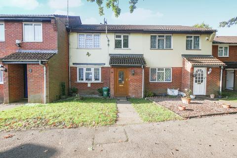 3 bedroom terraced house to rent - Brambles Farm Drive, Uxbridge