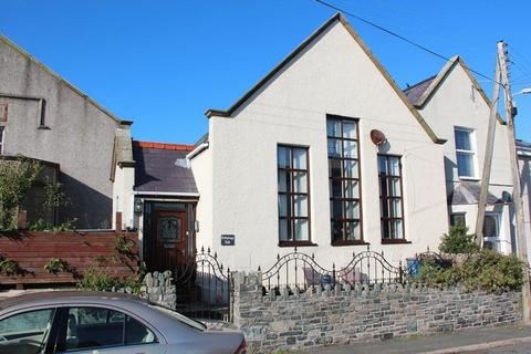 2 bedroom semi-detached house for sale - Old School Road, Holyhead
