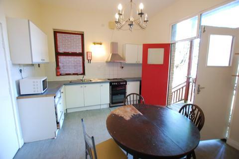 4 bedroom detached house to rent - Moor End Road,